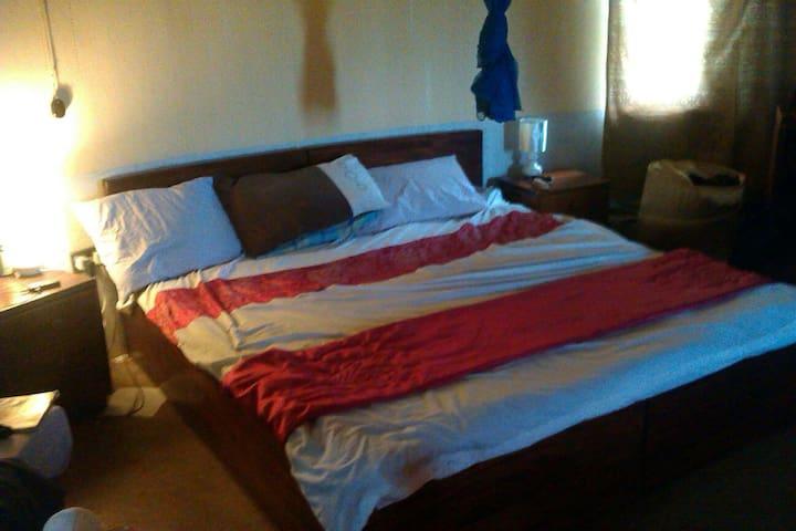 Detacheable Kingsize Bed