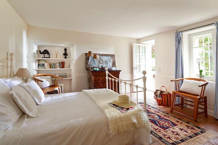 Chambre au coeur du Château Verez - Vidauban - Bed & Breakfast