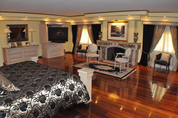 PUNTA DEL ESTE - LUXURY SUITE EN CASA CLUB