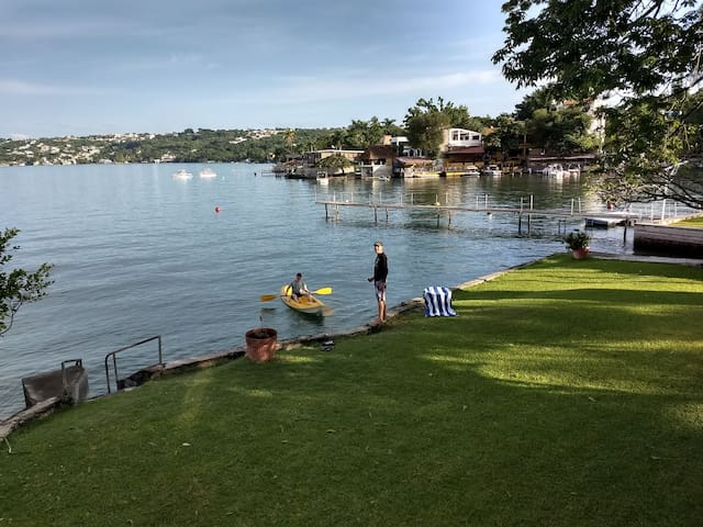 Disfrutando de la serenidad entre semana temprano con el kayak!