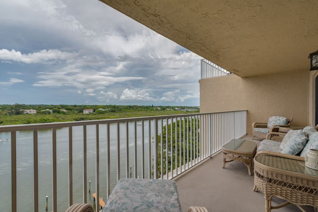 Balcony overlooking the Inter-coastal waterway