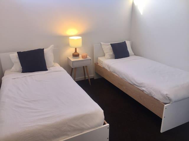 Private room 2guests+ bathroom near St Kilda beach