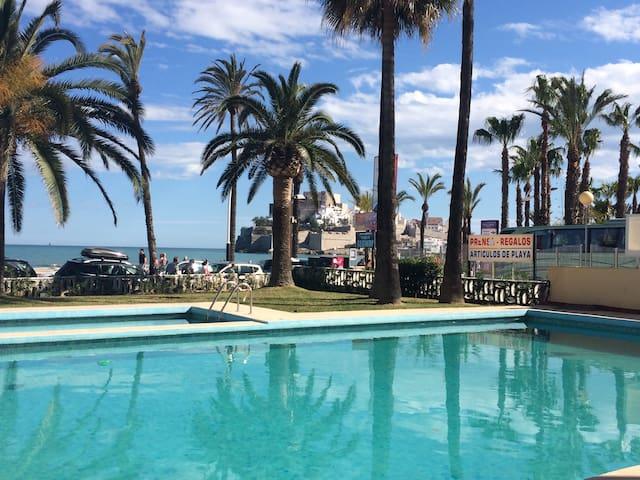 En la mejor zona de playa con piscina WIFI parking