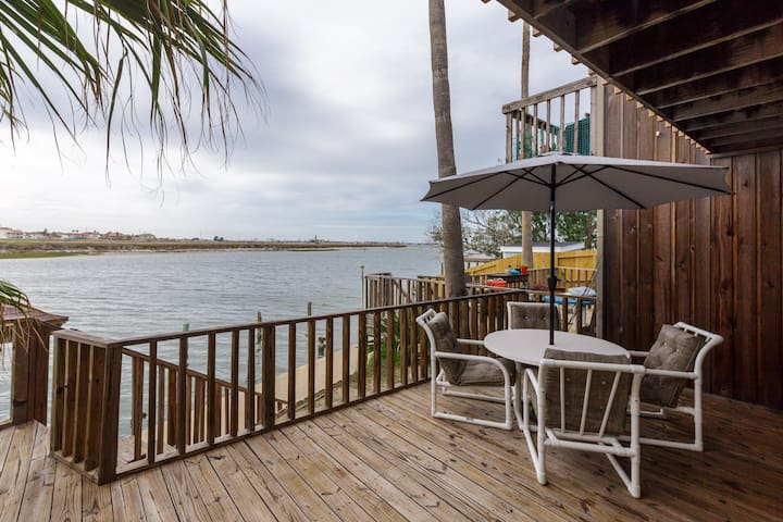 WATERFRONT & 2 blocks from the beach!