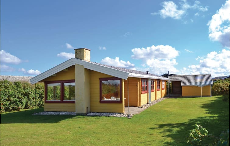 Holiday cottage with 2 bedrooms on 70 m² in Løkken