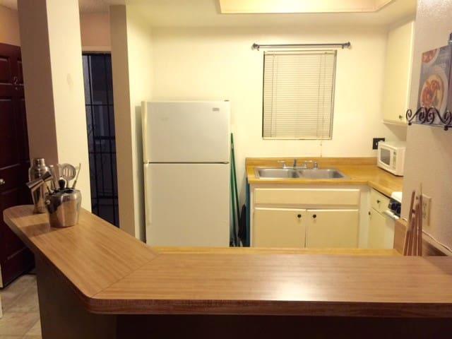 Centrally Located Long Beach Apt. - Long Beach - Apartment