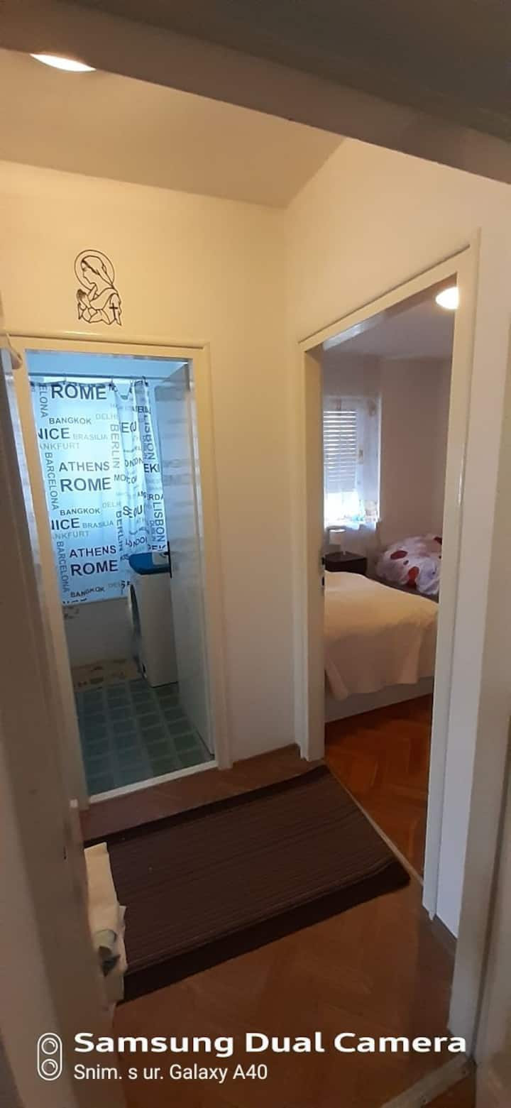 Udobne sobe.  blizina grada .mora.i free parking