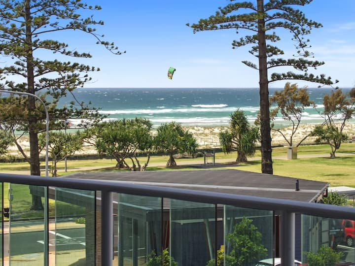 2 Bedroom Apartment Beach View