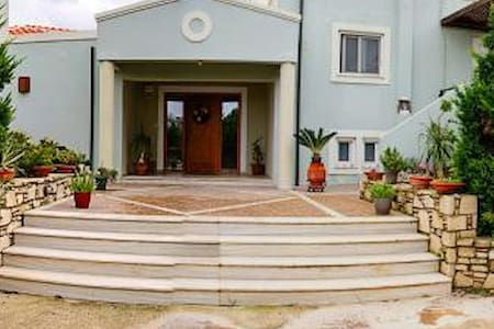 Villa 1.5 km far from Kos town - คอส - วิลล่า
