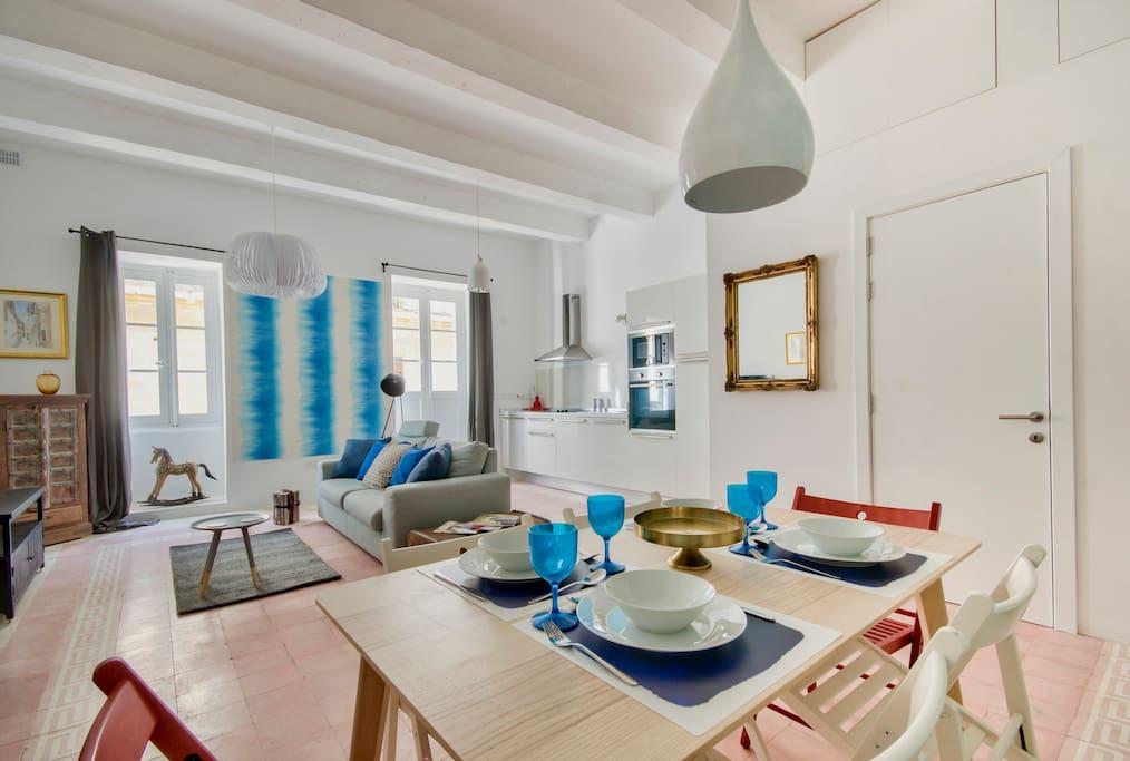 valletta art loft with seaview appartements louer la valette valletta malte. Black Bedroom Furniture Sets. Home Design Ideas