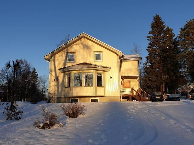 Rymlig lägenhet med egen ingång 20 min från Åre by