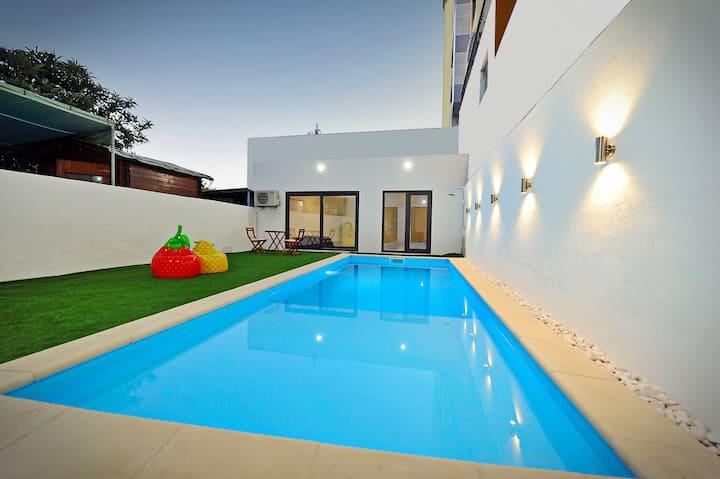 Lisbon Luxury apartment w/ private pool & garden