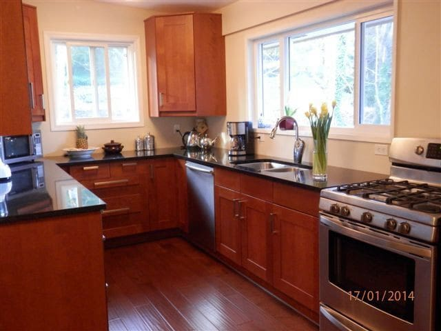 Family Friendly Cordova Bay Home - Victoria - Hus