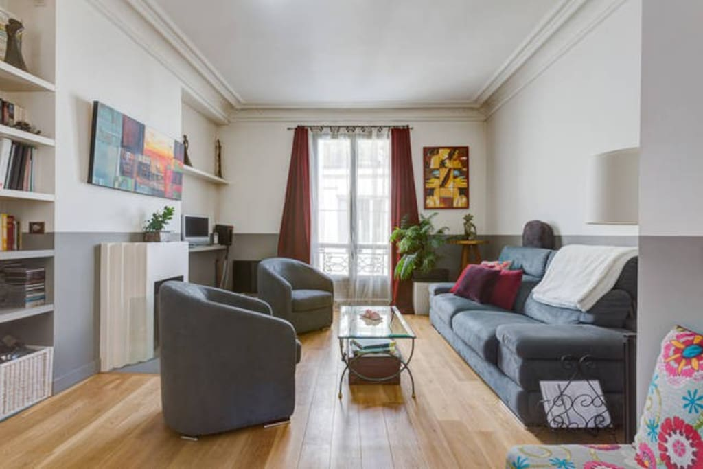 Salon avec sa cheminée