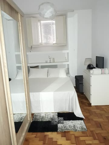 Private room - clean and elegant central-Lisbon