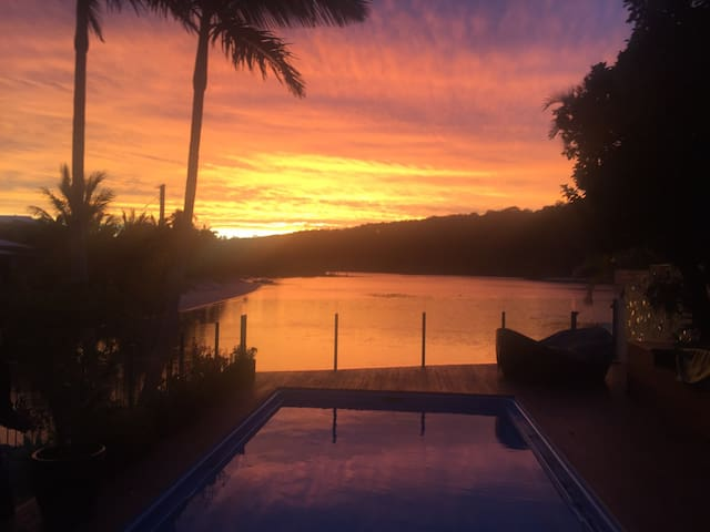 Private beach paradise on Tallebudgera Creek - Palm Beach - Casa