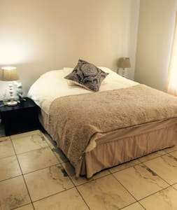 One Bedroom with Bathroom, Fourways - Sandton - Σπίτι