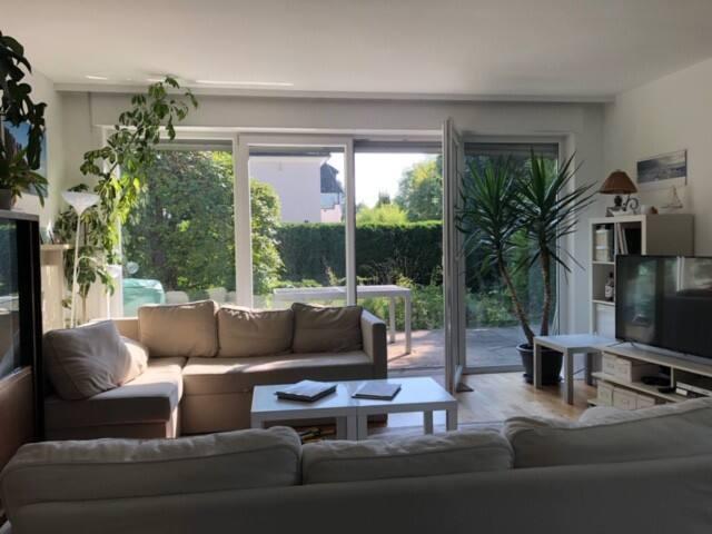 100 qm-Wohnung mit 3 Zimmern , Terrasse + Garten