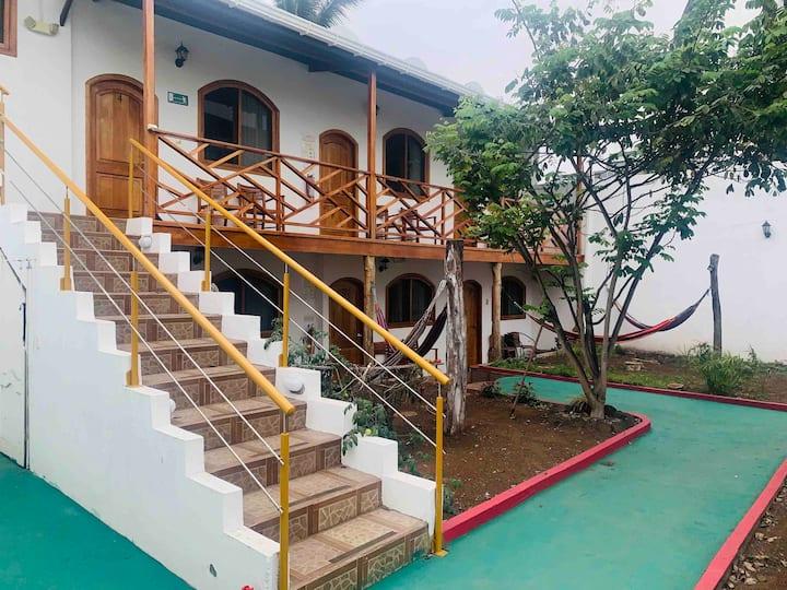 WHITE HOUSE GALAPAGOS