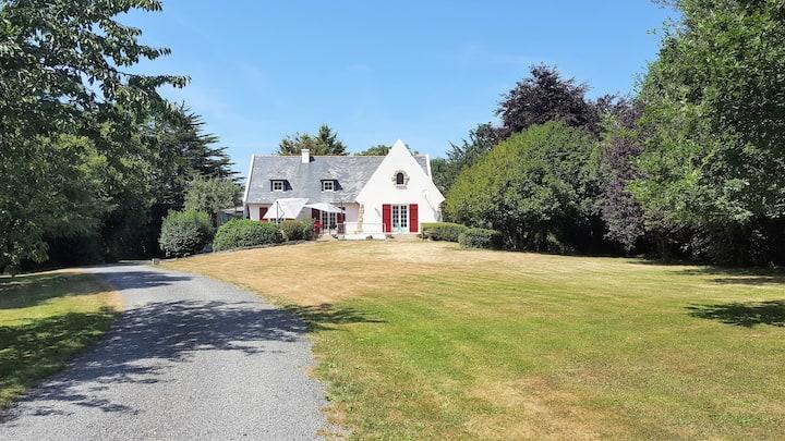 Grande maison dans parc arboré, proche Val-André