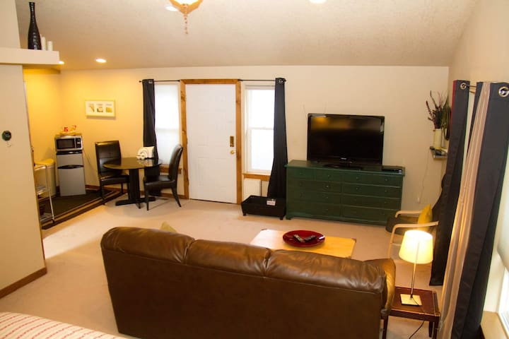 Large studio with Private entrance! Suite#3