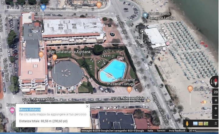 Appartamento 4 posti letto fronte mare con piscina
