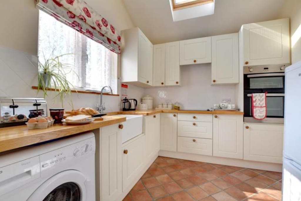 Fully fitted kitchen with washer and cooking facilities for use