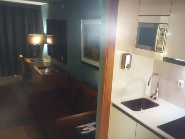 Thomson art hotel apartment