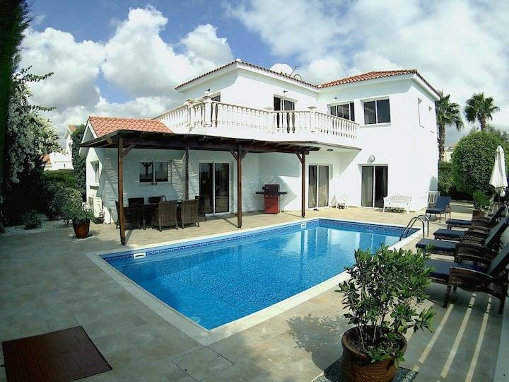 Coral Bay 4 Bed Detached villa 100m Tourist Strip