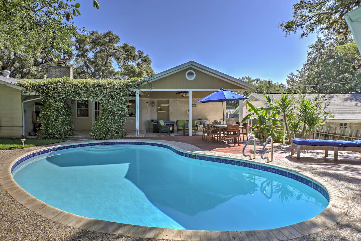Pack your swimsuit and head to this 3-bedroom rental home in San Antonio, Texas!
