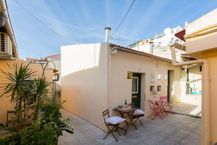 RELAX IN LISBON TINY HOME – ALCOVA homes