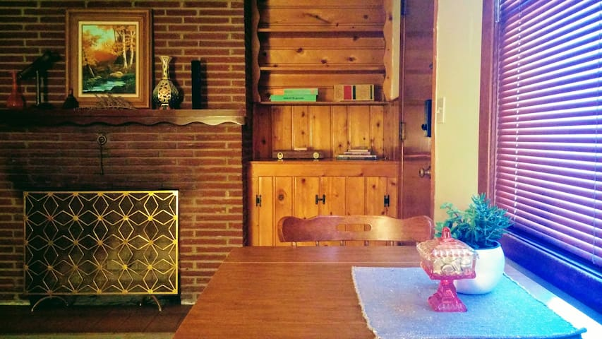 Private, Spacious Mt Tabor Daylight Basement Apt.