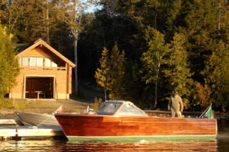 The Boat House of Nevermore Cabins - House