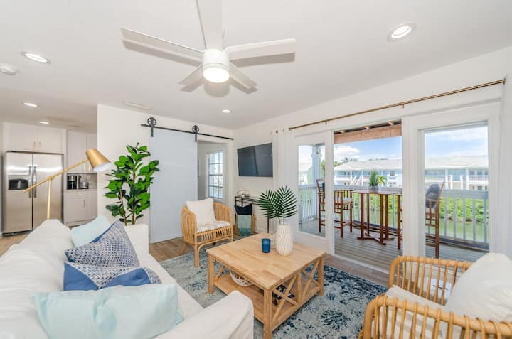 Amazing Resort Style Living In Saint Pete FL 1 Bed