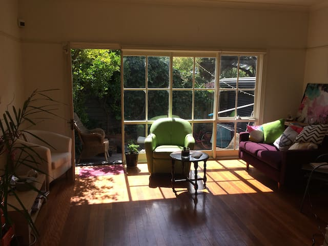 A bright quiet room in the heart of South Yarra - South Yarra - House