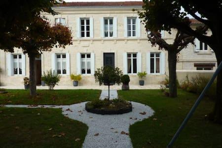 Chambre dans maison de charme - Pons - Haus