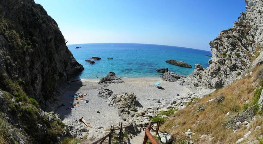 Villas in nature with private beach - Faro Capo Vaticano - Ferienunterkunft
