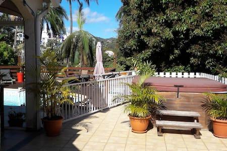 Villa avec piscine et jacuzzi - La Montagne - Βίλα