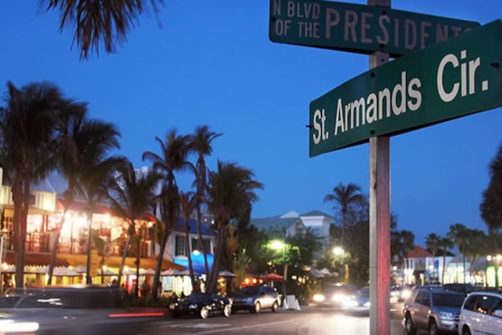 Famous St. Armand's Circle. Shopping and Restaurants