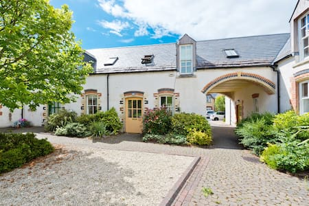 Private Country Cottage Kildare 40min  D.1
