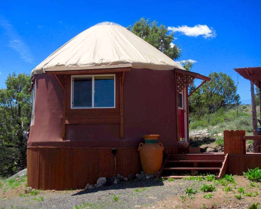 Private studio yurt with full bath and washer/dryer