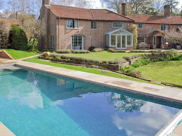 16th Century Peaceful Cottage With Pool