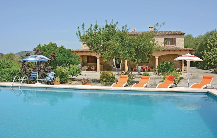 Holiday cottage with 4 bedrooms on 130 m² in Petra