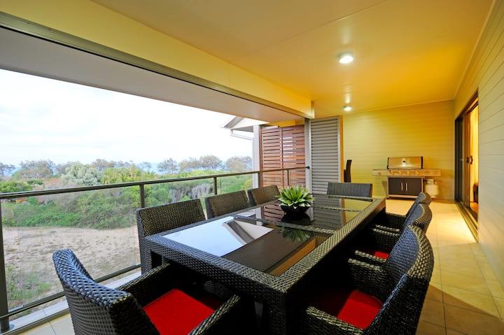 Penthouse 14 - Ocean View, Beachfront Penthouse