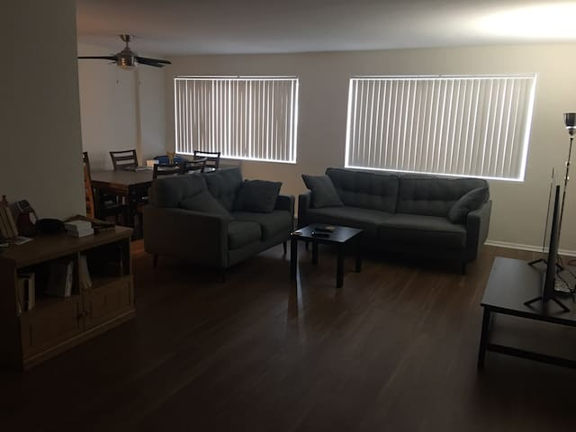 Clean & nice room for executives in Arlington