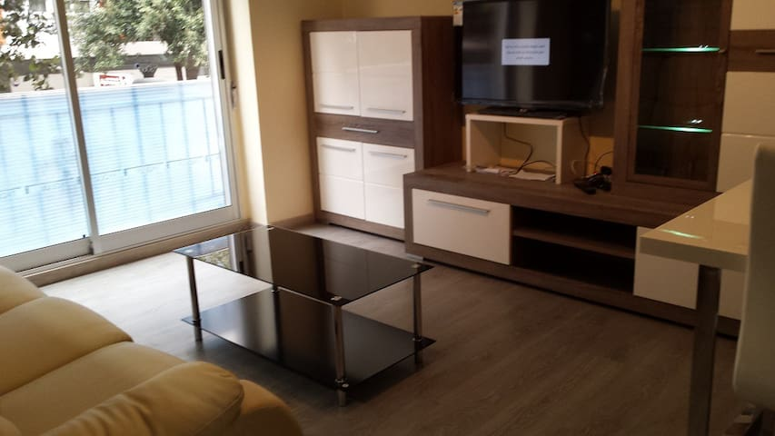 Next to tram station, direct to beach! - València - House