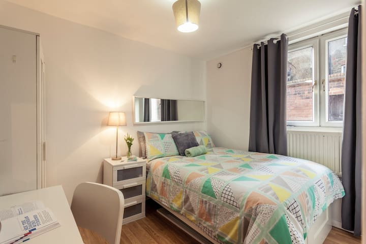 CS2 Private Double Room Brick Lane Central London - Londyn - Dom