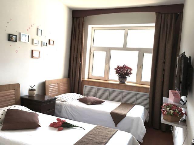 两张单人床 宽1.1米