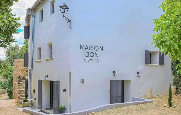 Holiday cottage with 5 bedrooms on 220m² in Monieux