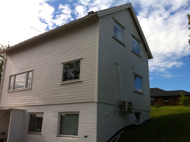 Romslig enebolig med god plass - Bodø - Haus